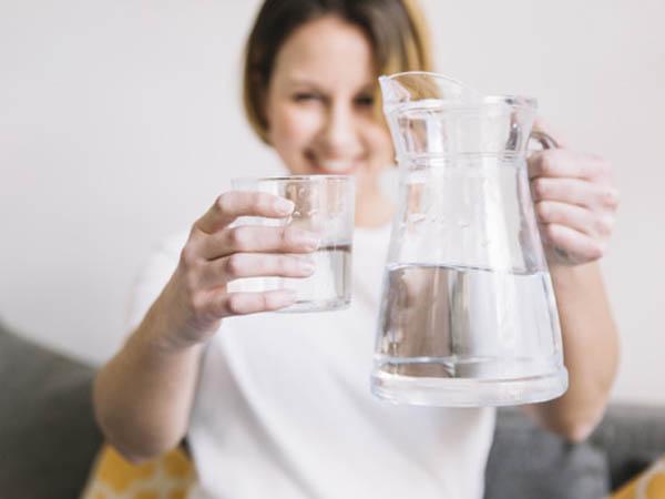 कोरोना काल में खूब पिएं पानी, शरीर से टॉक्सिन्स होंगे बाहर- मिलेगी दमकती त्वचा