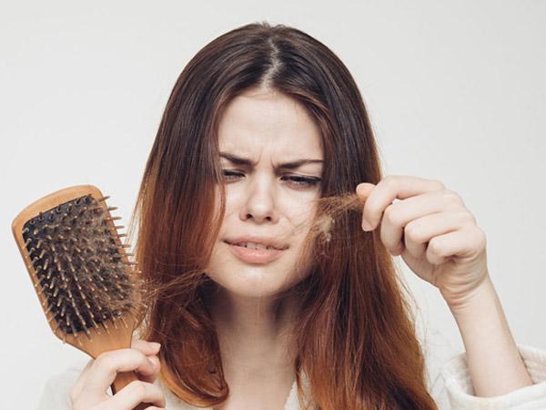 कोरोना से जूझने के बाद बाल झड़ने की हो सकती है दिक्कत, अपनाएं ये नुस्खे