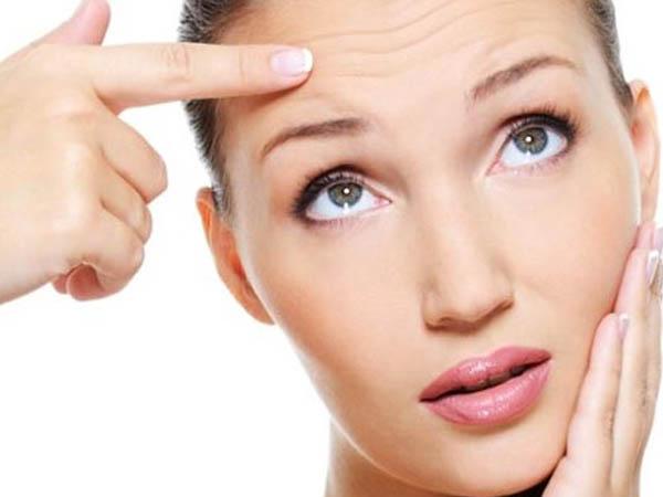 कम उम्र में चेहरे की फाइन लाइन्स कम करने के लिए एंटी-एजिंग बादाम मसाज ऑयल का करें इस्तेमाल