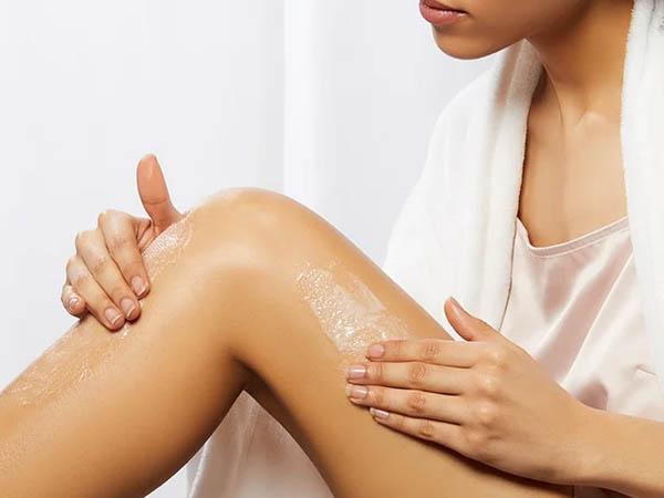 वैक्सिंग - शेविंग के बाद त्वचा पर निकल आते है लाल दाने, रेजर बंप से छुटकारा पाने के लिए अपनाएं ये उपाय