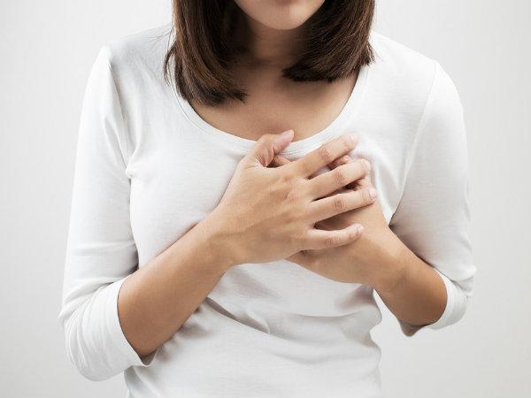 ब्रेस्टफीडिंग के दौरान निप्पल्स से निकलता है खून, जानें कारण और इलाज