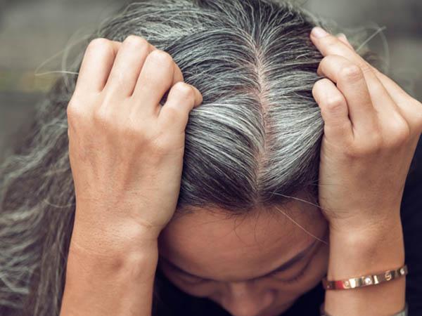 सफेद बालों के लिए केमिकल डाई का नहीं बल्कि होममेड काली मिर्च डाई का करें इस्तेमाल, जानें डाई बनाने का तरीका