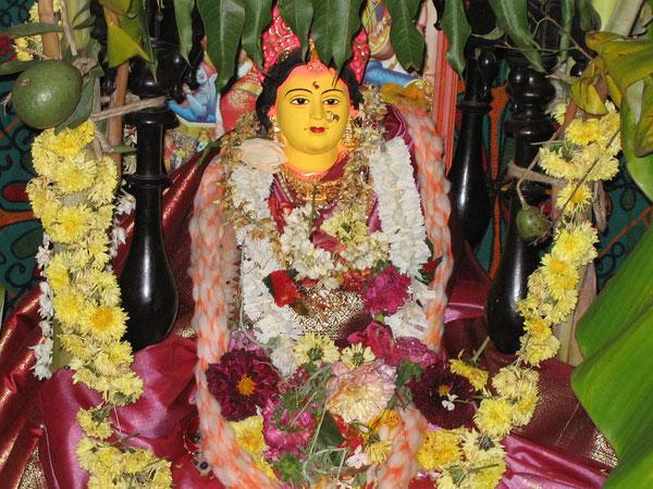 सावन में शिव ही नहीं मंगला गौरी का भी मिलता है आशीर्वाद, अखंड सौभाग्य के लिए हर मंगलवार को पढ़ें ये आरती