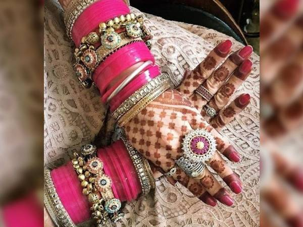 karwa chauth bangles designs: करवा चौथ पर स्टाइलिश लुक के लिए पहने ये ट्रेंडी बैंगल्स