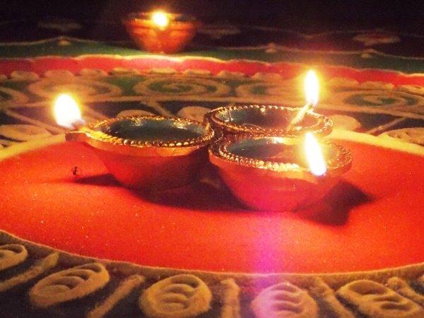Diwali 2021: इस साल दिवाली पूजन के लिए ये है सबसे उत्तम समय, माता लक्ष्मी के इन मंत्रों का जरुर करें जाप