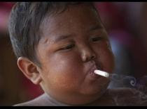 2 साल का बच्चा जो पीता है 40 सिगरेट, दंग हो जाएंगे आप