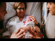 61 साल की दादी ने दिया पोती को जन्म, वजह जान होगा आश्चर्य