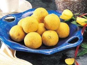 Moong Dal Laddoo Recipe Hindi