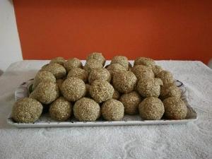 Til Mawa Laddu Recipe Sankranti