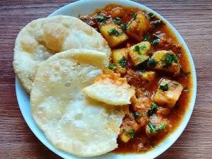 Khatte Meethe Aloo Recipe