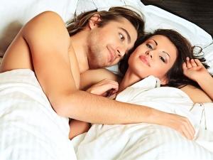 जानिये जब कपल्स एक साथ सोते हैं तो उन्हें क्या फायदे होते हैं
