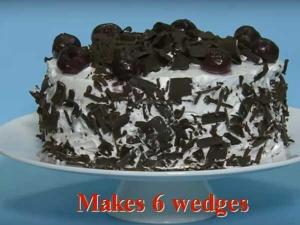 वीडियो देख, क्रिसमस पर ऐसे बनाएं ब्लैक फॉरेस्ट केक