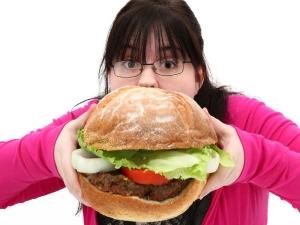 इन गलत आदतों की वजह से ब्लोट करता है आपका पेट