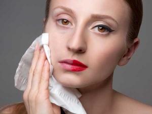 चेहरे को फेशियल वाइप्स से साफ करना पड़ सकता है महंगा