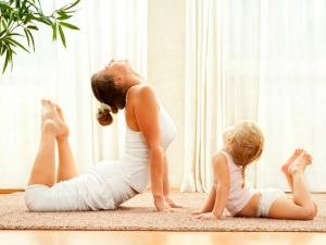 छोटे बच्चों को जरूर सिखाएं योगा