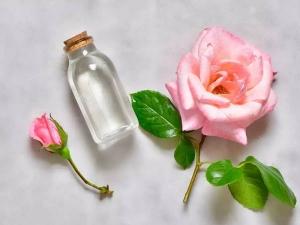 ग्लोइंग स्किन के लिए घर पर बनाएं ऑर्गेनिक गुलाब जल