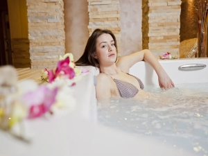 How Relax With Hot Bath