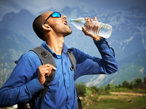 How Treat Men With Dehydrated Body