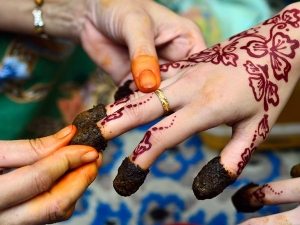 Ways Get Rid Fading Mehendi Quickly