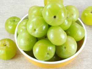 Get Glowing Skin Using Amla Mask