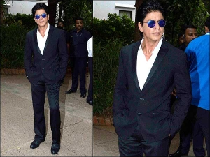 Shah Rukh Khan S Handsome Tuxedo Look In Hindi