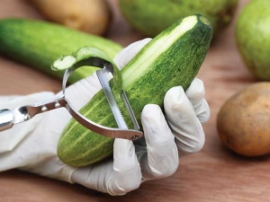 Vegetable Peels That Treat Your Skin Well In Summer