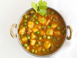 Quick Punjabi Style Aloo Matar Recipe Video