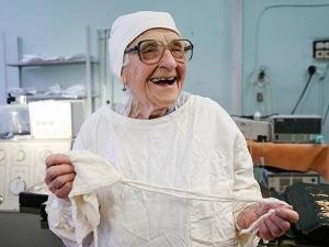 Meet The Oldest Surgeon The World
