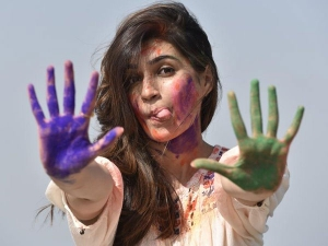 4 Easy Ways To Remove Holi Colours That Does Not Harm Your Skin