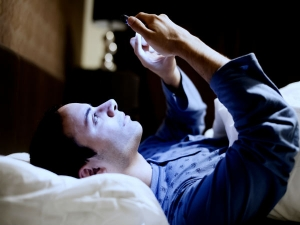 Reasons You Need Stop Using Your Mobile Phones At Night