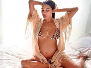 Lisa Haydon Posts Pictures From Maternity Photoshoot