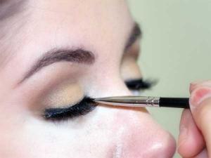 Mascara Hacks Your Eyelashes Look Big Bright Bold