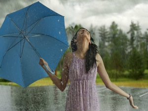Right Fabric Colours Help You Enjoy Monsoon