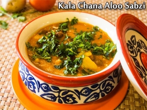 Kala Chana Aloo Sabzi How Make Banarasi Aloo Black Chana