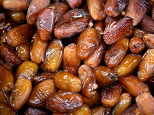 Can Eating Dates Really Help Reduce Labor Pain Duration
