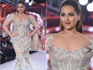 Bombay Times Fashion Week Sonakshi Sinha Turned Into An Angel On Ramp