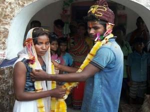 Girlfriend Strike Front Boyfriend House Marriage