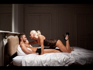 7 Easy Ways Dominate Your Man Bed