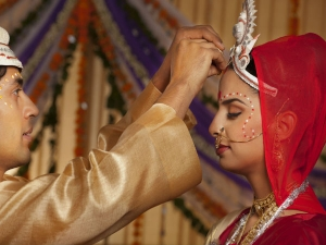 It Is The Reason Why Married Women Apply Sindoor