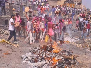 Holi 2018 Do You Know Why Holi Is Played With Cremation Ashes In Varanasi
