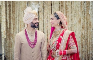 Sonam Kapoor Wedding Here Comes The First Pic The Bride Looking Beautiful