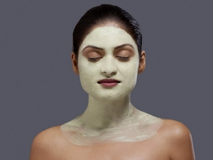 Homemade Banana And Rosewater Face Pack For Glowing Skin