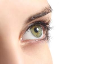 Treat Dandruff On Eyelashes With These