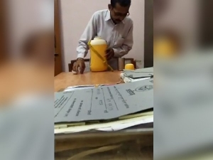 Disgusting Video Of Peon Spitting In A Judge S Glass Of Water