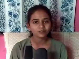 Girl Become First Doctor From Naxal Hit Dornapal Chhattisgarh