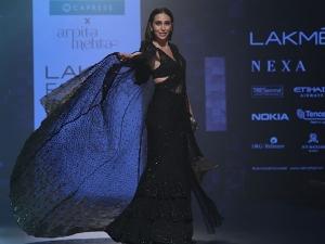 Lakme Fashion Week 2018 Karisma Kapoor Looks Drop Dead Gorgeous As She Walks Ramp