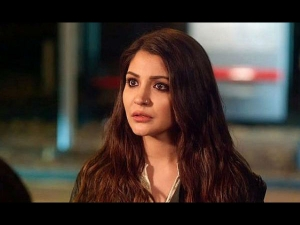 Anushka Sharma Suffers Bulging Disc Know About The Symptoms Prevention