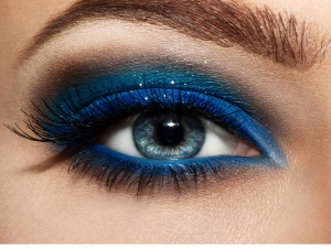 Follow These Steps Perfect Blue Eyeshadow