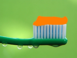 Should You Wet Your Toothbrush Before Using It