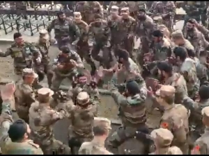 Indian Soldiers Give Bhangra Lessons Chinese Troops